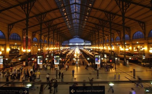 Gare_du_Nord_night_Paris_FRA_002