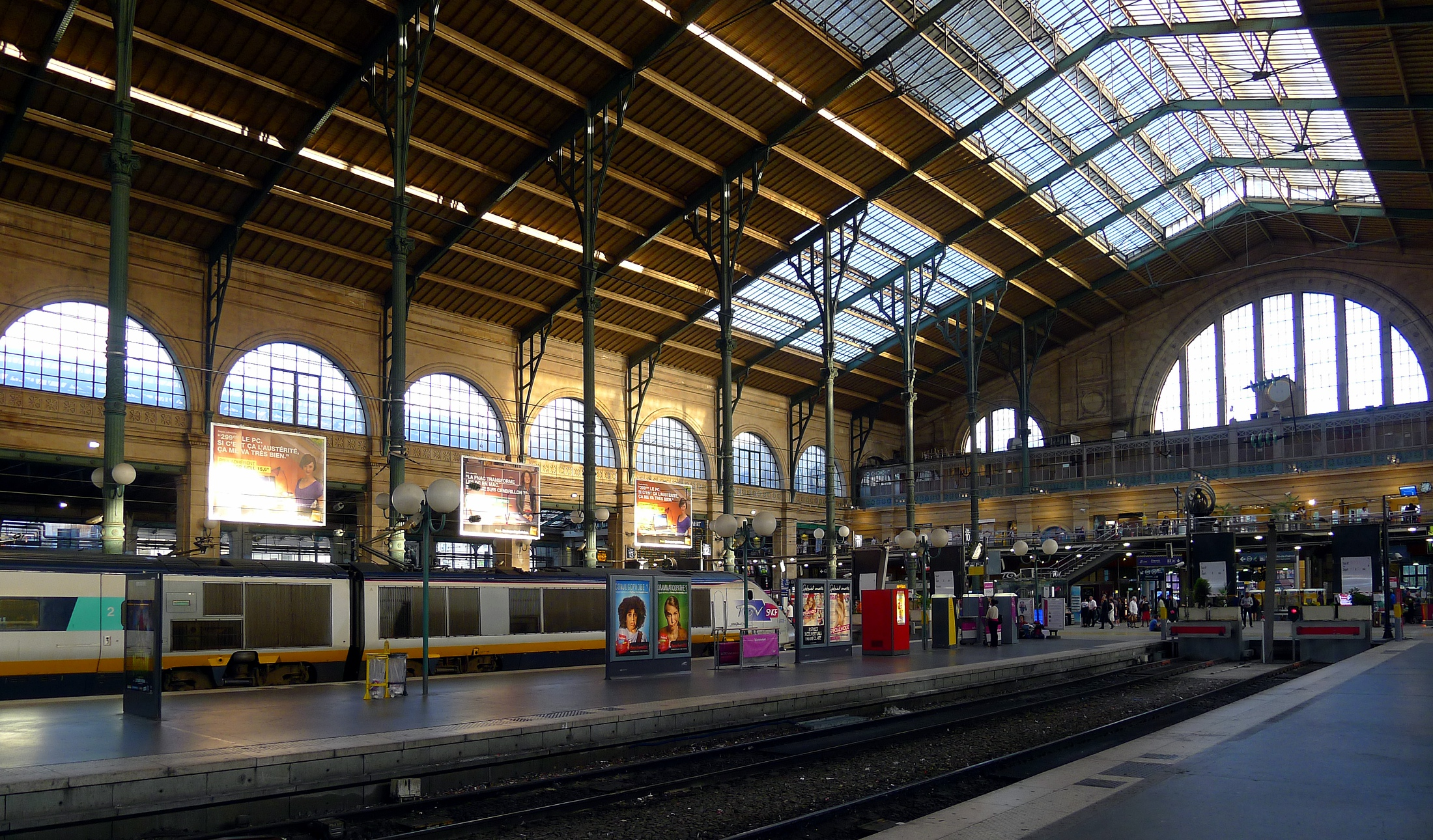 gare du nord paris lo m o es viajar. Black Bedroom Furniture Sets. Home Design Ideas