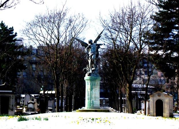 Escultura dentro del Cementerio