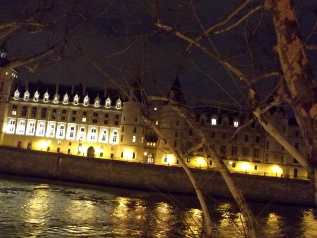 La Concergerie vista de noche