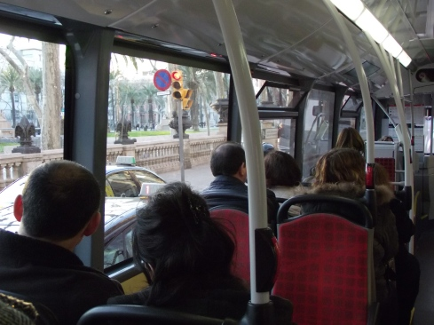 Foto del interior de un bus regular